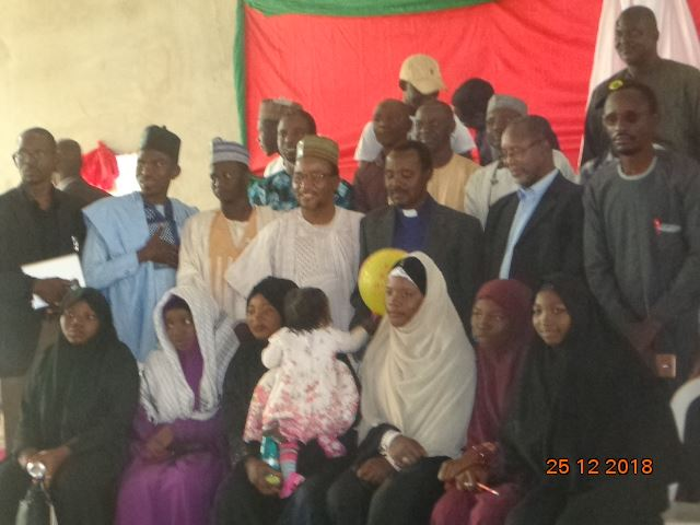brothers and sisters pay christmas visit to ecwa church kaduna