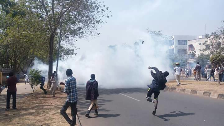 free zakzaky protest in abuja on 10th jan, police fire teargas